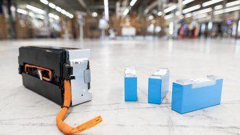 BMW Group anunció un acuerdo para abastecerse de litio en Argentina por más de 300 millones de dólares en los próximos años desde 2022. La extracción del litio será desarrollada por Livent, empresa líder mundial que será responsable de suministrar el litio extraído directamente a los fabricantes de celdas de baterías.