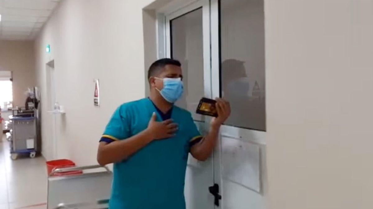 """Siempre les cantó a ellos (los pacientes) para darles un poco de alegría en medio de esta pandemia"""""""